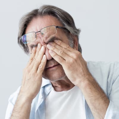 diabetic eye disease symptoms
